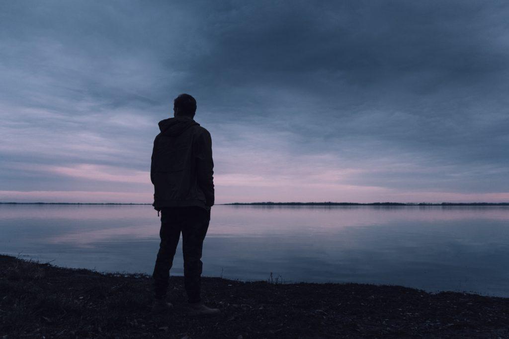 Как перестать бояться людей и избавиться от страха социума?